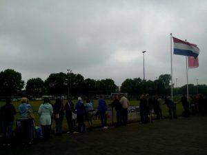bewolkt, warm, en regen op komst: de bezoekers en speelsters hielden het nagenoeg toch de hele dag vrijwel droog